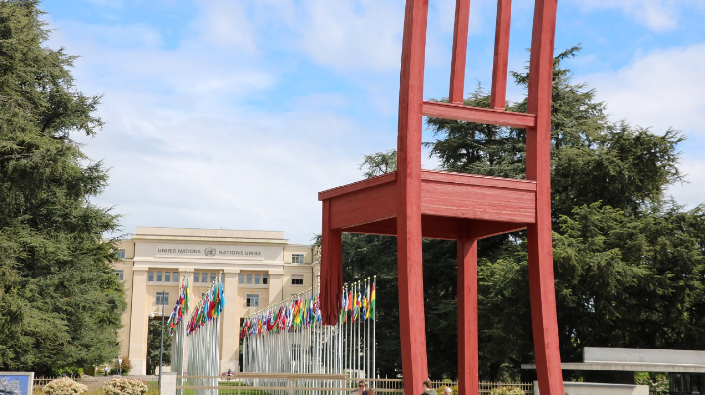 Photo of the Broken Chair, a giant wooden sculpture of a three-legged chair. In the background, the entrance to the UN building can be seen. (The Culture Trip | Sean Mowbray)