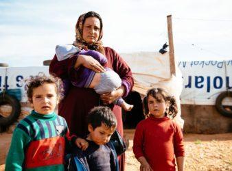 """""""عدنا للعيش على الأساسيات،"""" قالت مريم ل""""ميرسي كوربس"""" عن العيش في لبنان مع أسرتها كلاجئين. (Mercy Corps)"""