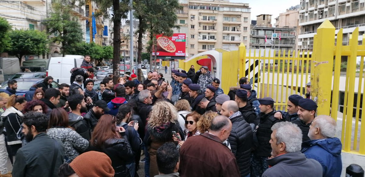 Protesters demonstrate in front of the Electricite Du Liban building in Mar Mikhael on January 9, 2019. (PHOTO: Twitter / @akhbaralsaha) EDL