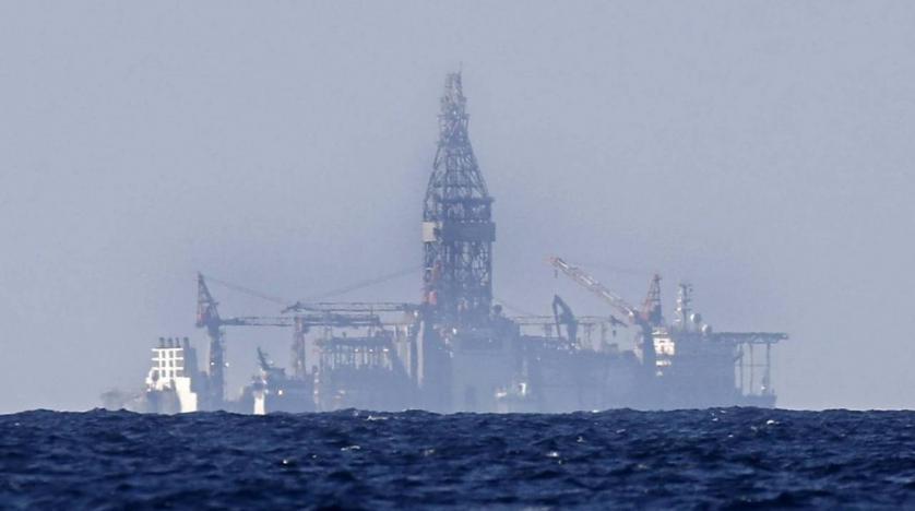 بدأت الحفارة Tungsten Explorer المملوكة من شركة Vantage Drilling الأميركية والمستأجرة من قبل شركة توتال بعملية الإستكشاف في المياه اللبنانية. (AP / Hussein Malla) مقال عن النفط والغاز