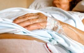 Text: أمننا الصحي في خطر.. لا علاجات سوى للحالات الحرجة