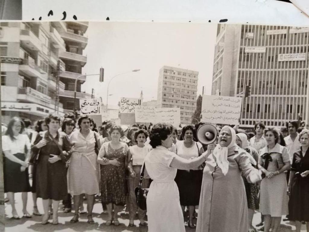 المير | تظاهرة نسائية بطرابلس، سنة ١٩٨٢، للتضامن مع الجنوب ضد الاجتياح الصهيوني.