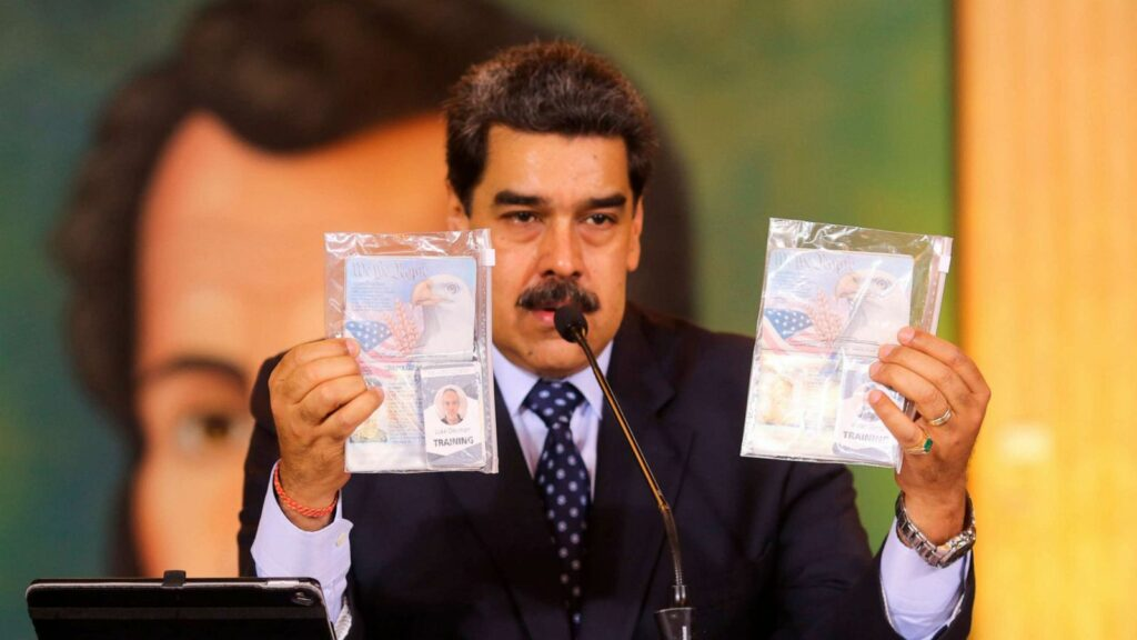 Venezuelan President Nicolas Maduro holds the passport of two former Green Berets captured by the Bolivian National Intelligence Service on May 6. (Photo: AFP)